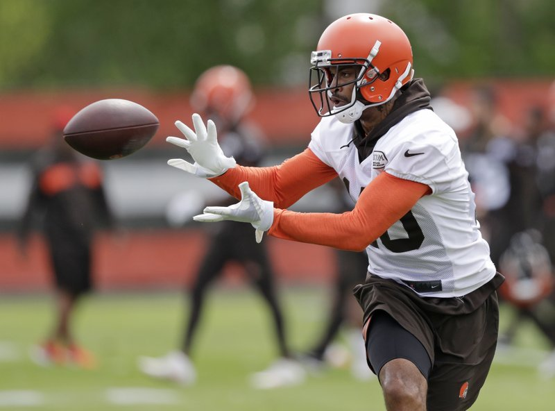 Cleveland Browns wide receiver Jaelen Strong catches a pass during an NFL football organized team activity session at the team's training facility, Thursday, May 30, 2019, in Berea, Ohio. (AP Photo/Tony Dejak)