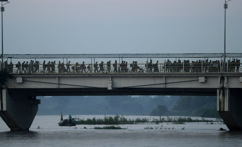 Hundreds of Central American migrants cross the bridge over the Suchiate river on the Guatemala – Mexico border, near Ciudad Hidalgo, Mexico, Wednesday, June 5, 2019. (AP Photo/Marco Ugarte)