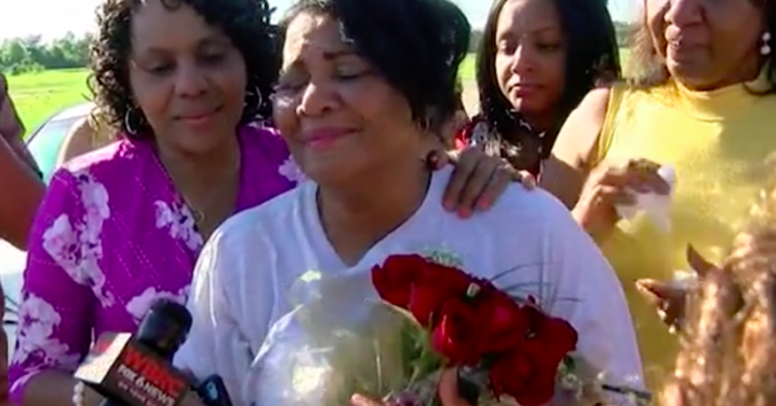 Alice Johnson -exclusive who received the pardon thanks to the intervention of Kim Kardashian- at the moment she is released. Screenshot.