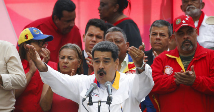 ARCHIVE - In this photo of May 20, 2019, Venezuelan President Nicolás Maduro speaks before his supporters outside the Miraflores palace in Caracas... (Photo AP/Ariana Cubillos, archive)