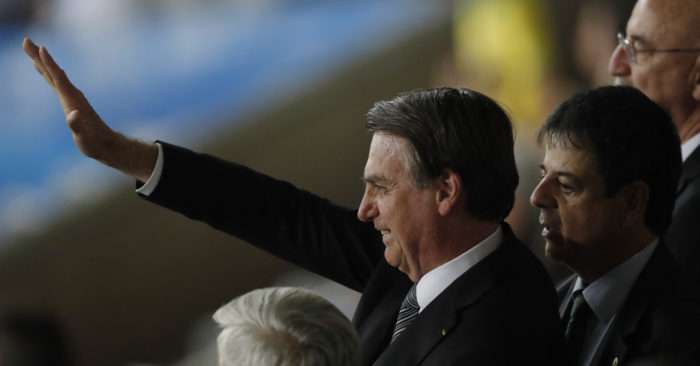 Brazilian President Jair Bolsonaro greets his supporters before a semifinal of the Copa América between Brazil and Argentina in Belo Horizonte, Brazil, on Tuesday, July 2, 2019 (AP Foto/Nelson Antoine)