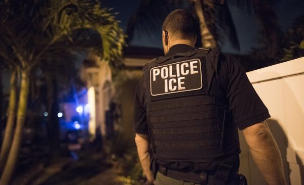 An Immigration and Customs Enforcement agent takes part in an operation to arrest 271 criminal aliens in Florida, Puerto Rico, and the U. S. Virgin Islands, on March 21, 2018. (ICE)