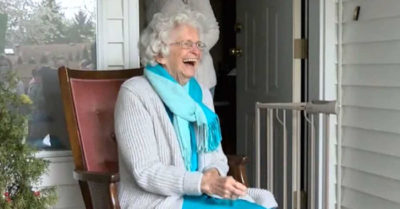 "Nearly 500 Canadian teenagers showed up to say thank you and goodbye to the ""Waving Granny"""
