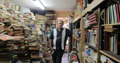 Colombian garbage man rescues 25,000 books and transforms them into community library
