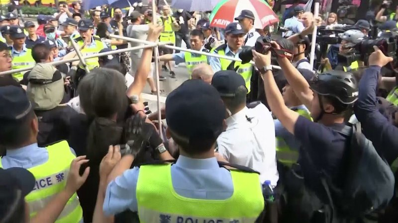 Police broke up a scuffle Tuesday between Beijing supporters and pro-democracy protesters in Hong Kong on the 70th anniversary of the founding of Communist China. (Oct. 1)