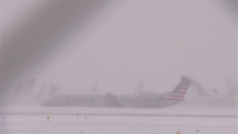 Snowfall hitting the Midwest is taking its toll on air travel in Chicago as one plane trying to land at O'Hare International Airport slid off the runway. Chicago's aviation department says more than 440 flights have been canceled at the airport. (Nov. 11)