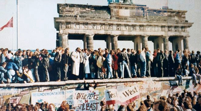 The photo shows part of a public wall of photographic documentation at the Brandenburg Gate, Berlin /Wikimedia Commons
