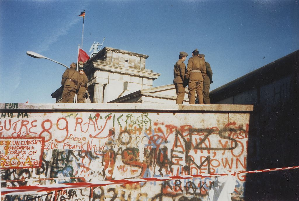 Berlin Wall at the Brandenburg Gate on 16 Nov. 1989 (Wikimedia Commons).