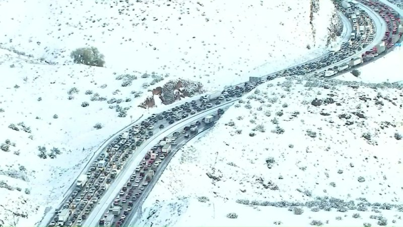 Accidents caused massive morning backups on icy State Route 14, a major commuter route between Los Angeles and high desert cities in the snow-blanketed Antelope Valley.  (Dec, 27)