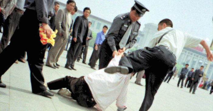 Practitioner kicked for appealing at Tiananmen Square in April 2001