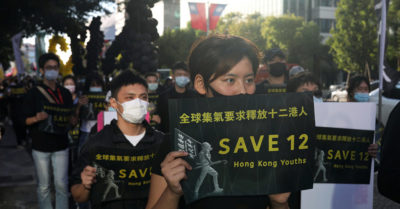 Hundreds of protesters demand that the Chinese Communist Party release the 12 Hong Kong people who tried to escape to Taiwan