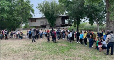 Migrants with young children cross Rio Grande border daily