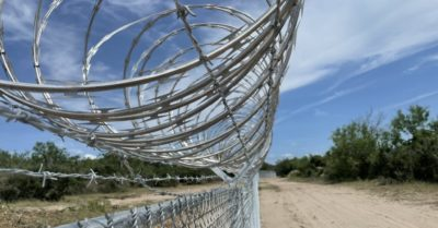 Texas builds border fence without feds in the equation, will arrest migrants if they cross—report
