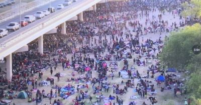 Collapse at the southern border: Thousands of illegal immigrants await processing under Texas bridge